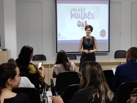 Daniela Chieppe Apresenta Palestra Para Advogadas Academia